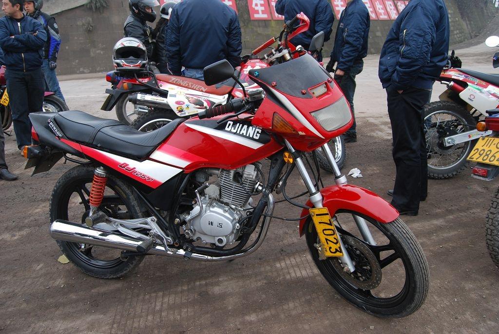 出售红色钱江125摩托再次降价1900元不少了
